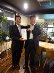 石巻YEGの山田会長(右)と長岡YEGの石田会長(左)