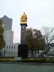 織田信長 金箔の像